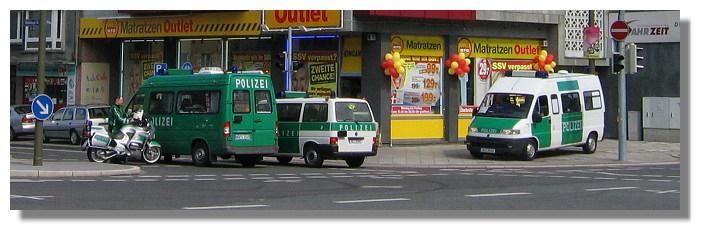 [Foto:innenstadt-polizeifahrzeuge.jpg]