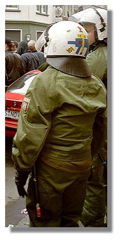 [Foto:mar-2001-polizei.jpg]