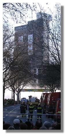 [Foto:sprengung-volkswohlbund-hochhaus.jpg]