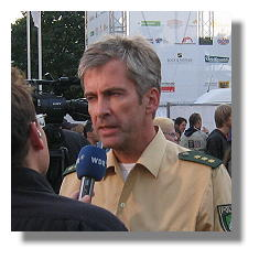 [Foto:sep-2009-interview-polizeisprecher.jpg]
