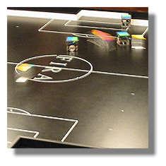 [Foto:roboterfussball.jpg]