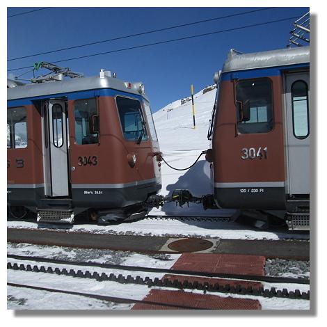 [Foto:rotenboden-zahnradbahn-doppeltraktion.jpg]
