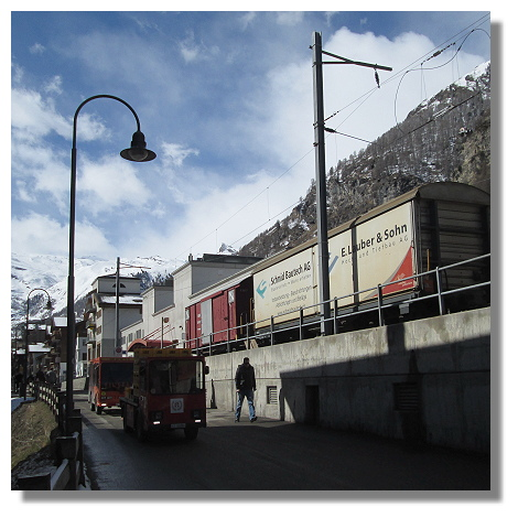 [Foto:zermatt-eisenbahn-gueterverkehr.jpg]