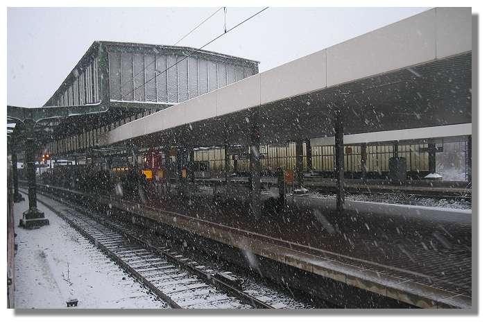 [Foto:schneefall-in-duisburg-hbf.jpg]