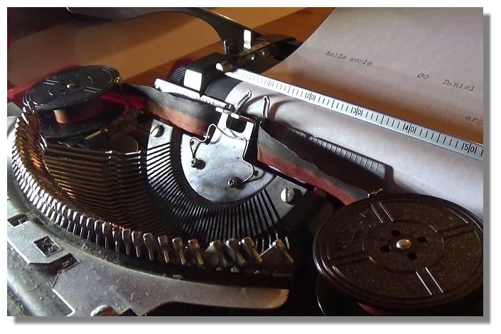 [Foto:schreibmaschine-daniel.jpg]